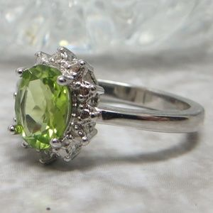 Genuine Peridot gemstone SS 925 ring size 7 New